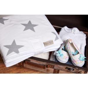 KraftKids Reisewickelunterlage große graue Sterne auf Weiss wasserundurchlässig
