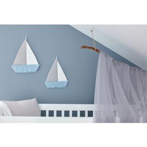 KraftKids Dekoration Segelboot abgerundete Dreiecke weiß auf Blau
