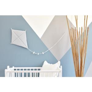 KraftKids Dekoration Luftdrache kleine Blätter hellgrau auf Weiß