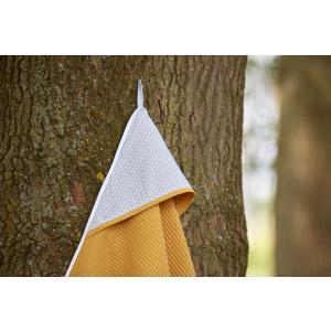 KraftKids Kapuzenhandtuch kleine Blätter hellgrau auf Weiß und Waffel Piqué mustard