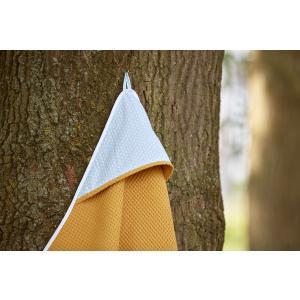 KraftKids Kapuzenhandtuch kleine Blätter hellblau auf Weiß und Waffel Piqué mustard