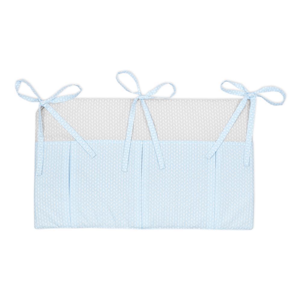 KraftKids Betttasche kleine Blätter hellblau auf Weiß