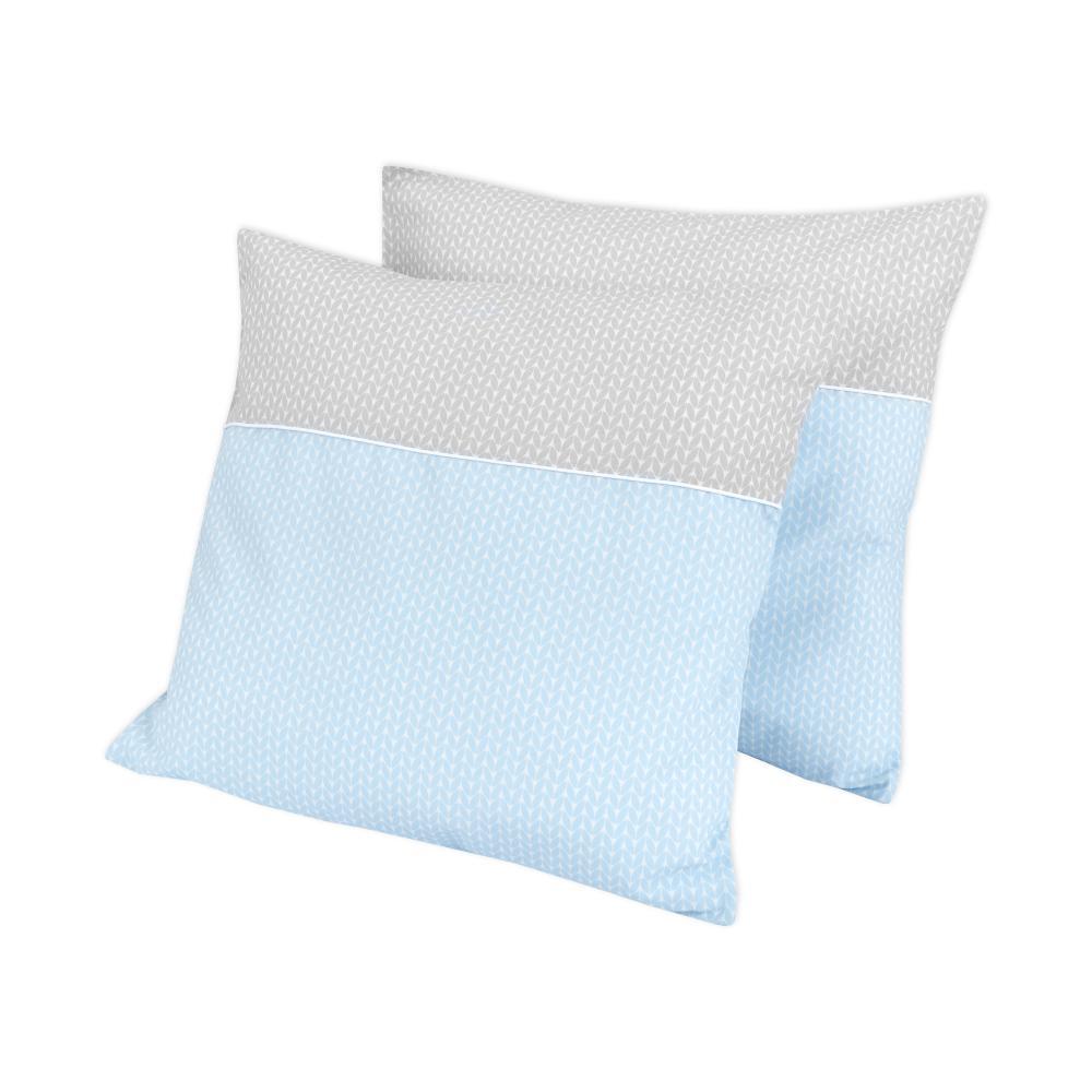 KraftKids Kissenbezug kleine Blätter hellblau auf Weiß