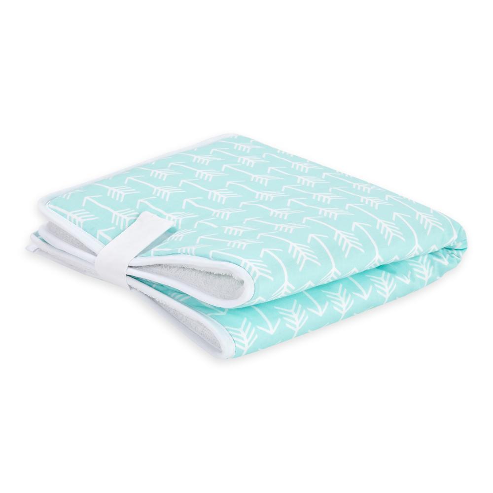 KraftKids Reisewickelunterlage weiße Pfeile auf Mint 3 Lagen wasserundurchlässig weich Frotte 100% Baumwolle