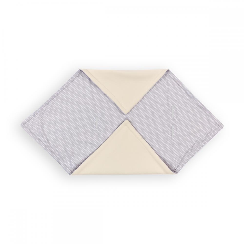 KraftKids Decke für Babyschale Winter kleine Blätter hellgrau auf Weiß