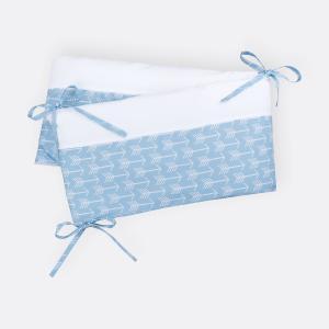 KraftKids Nestchen weiße Pfeile auf Blau Nestchenlänge 60-70-60 cm für Bettgröße 140 x 70 cm