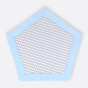 KraftKids Spielmatte weiße Punkte auf Hellblau und Chevron grau