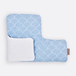 KraftKids Sitzverkleinerer Uniweiss und weiße Halbkreise auf Pastelblau Hochstuhl Hochstuhleinlage