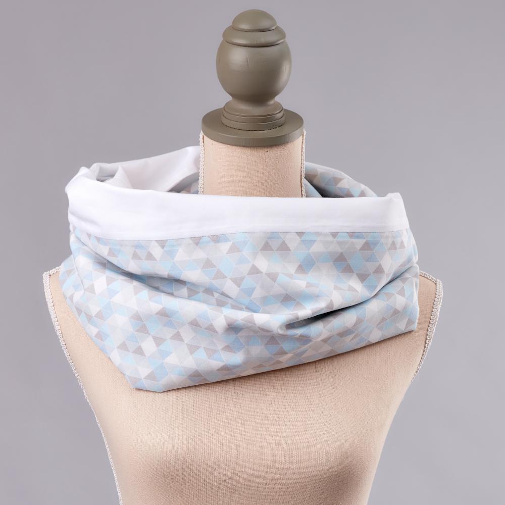 KraftKids Stilltuch Uniweiss und kleine Dreiecke blau grau weiß