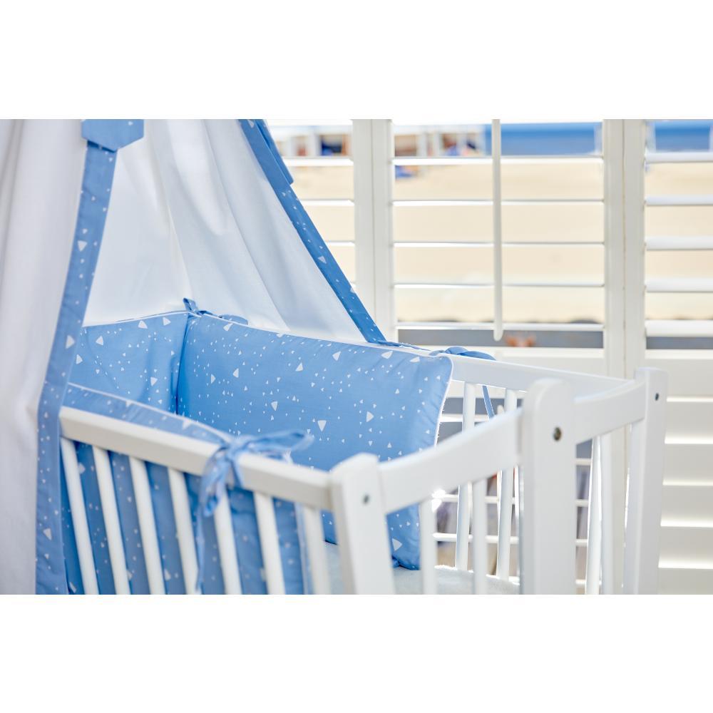 KraftKids Nestchen abgerundete Dreiecke weiß auf Blau Nestchenlänge 60-70-60 cm für Bettgröße 140 x 70 cm