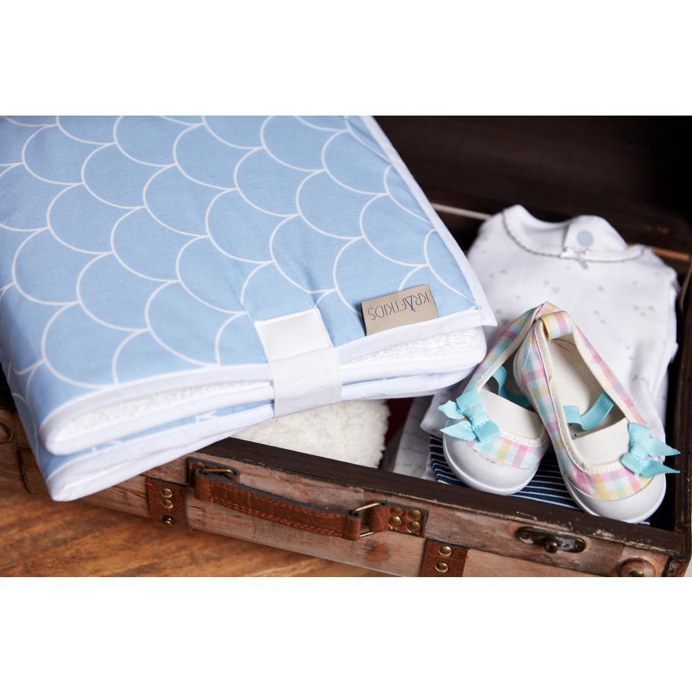 KraftKids Reisewickelunterlage weiße Halbkreise auf Pastelblau 3 Lagen wasserundurchlässig weich Frotte 100% Baumwolle