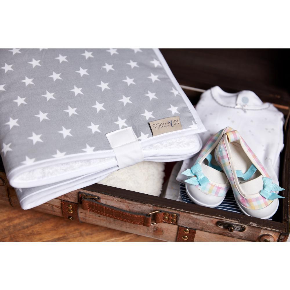 KraftKids Reisewickelunterlage kleine weiße Sterne auf Grau 3 Lagen wasserundurchlässig weich Frotte 100% Baumwolle