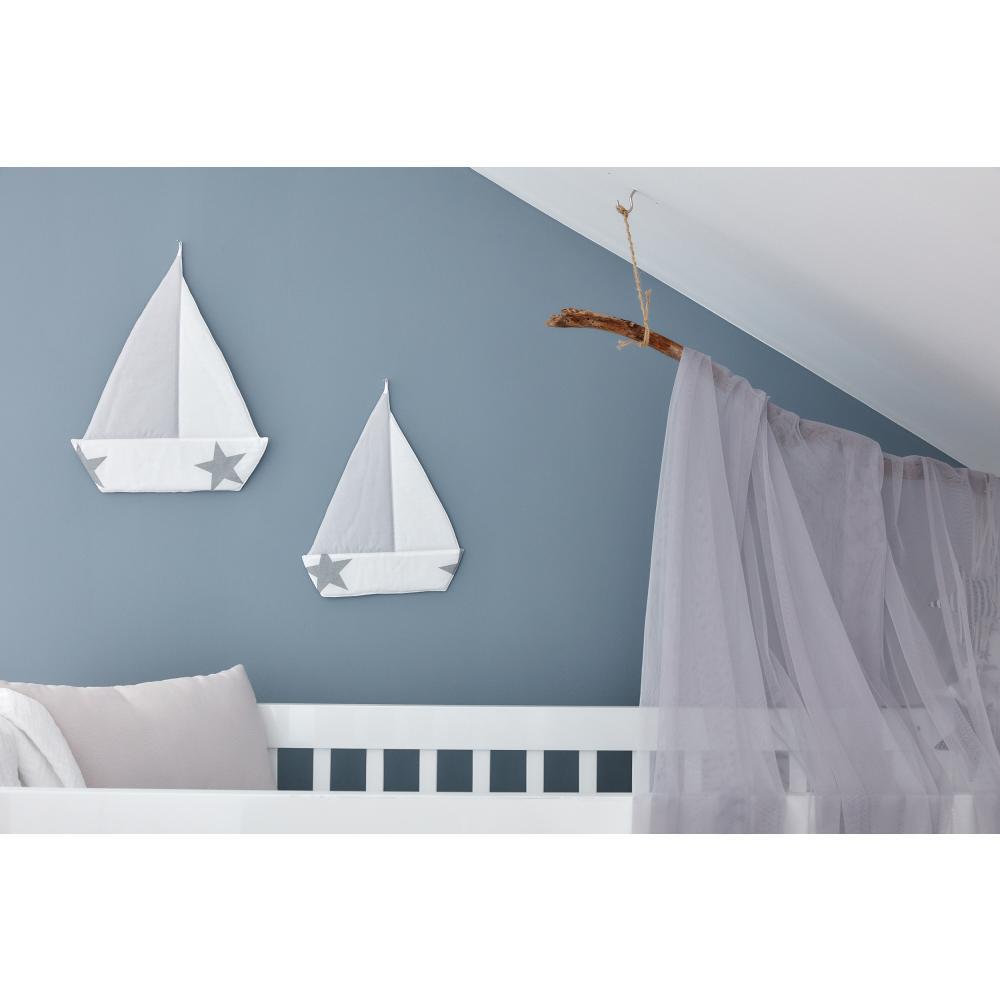 KraftKids Dekoration Segelboot große graue Sterne auf Weiss