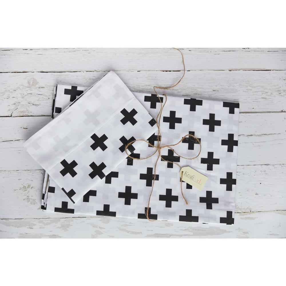 KraftKids Bettwäscheset Uniweiss und schwarze Pluszeichen 100 x 135 cm, Kissen 40 x 60 cm