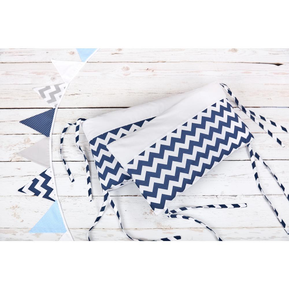 KraftKids Nestchen Uniweiss und Chevron dunkelblau Nestchenlänge 60-70-60 cm für Bettgröße 140 x 70 cm