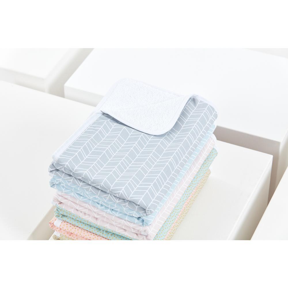 KraftKids Wickelunterlage weiße Feder Muster auf Grau 3 Lagen wasserundurchlässig weich Frotte 100% Baumwolle