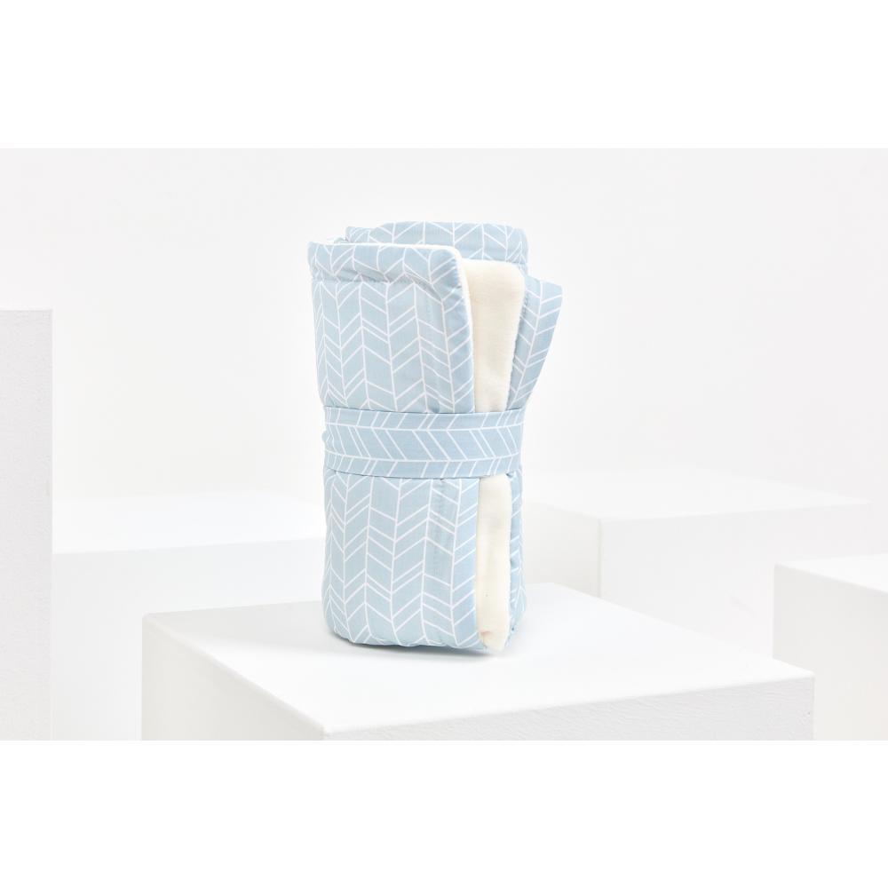 KraftKids Babydecke weiße Feder Muster auf Blau