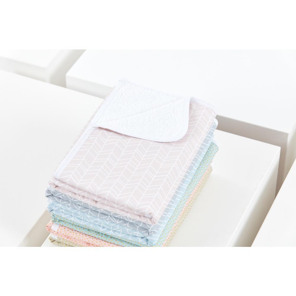 KraftKids Wickelunterlage weiße Feder Muster auf Rosa 3 Lagen wasserundurchlässig weich Frotte 100% Baumwolle