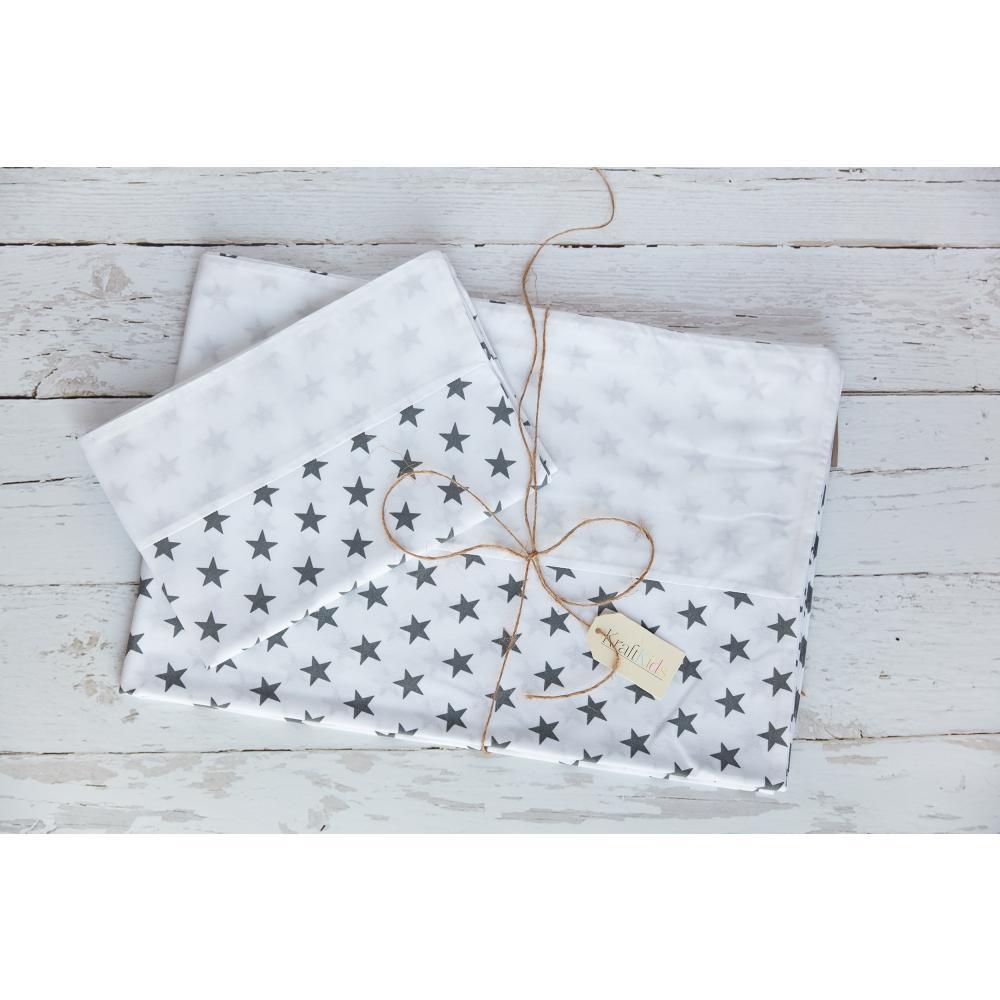 KraftKids Bettwäscheset Uniweiss und kleine graue Sterne auf Weiss 140 x 200 cm, Kissen 80 x 80 cm