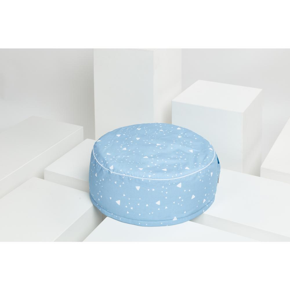 KraftKids Sitzpuff abgerundete Dreiecke weiß auf Blau mit Micro-EPS-Perlen mit TOXPROOF-ZERTIFIKAT des TÜV-Rheinland