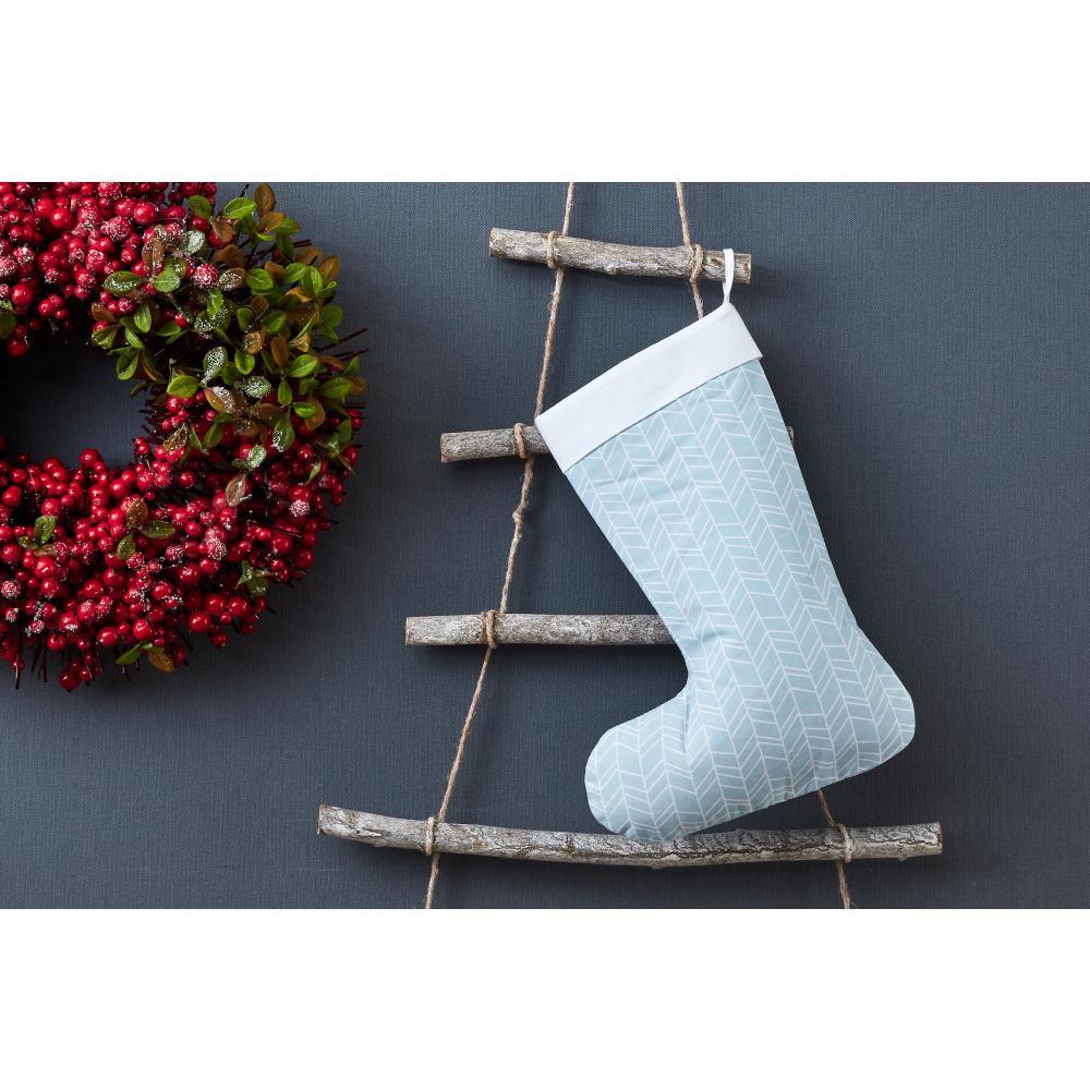 KraftKids Weihnachtssocke weiße Feder Muster auf Blau Weihnachtsstrumpf