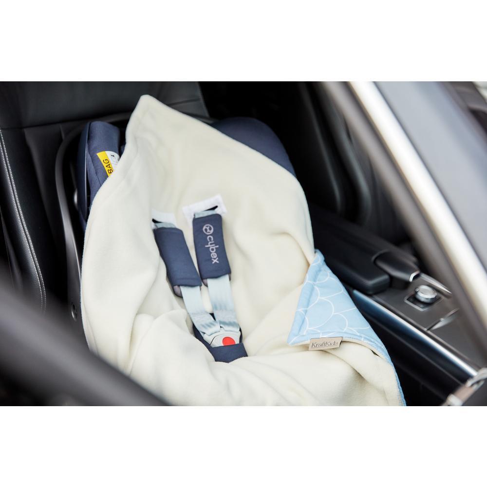 KraftKids Decke für Babyschale Winter weiße Halbkreise auf Pastelblau