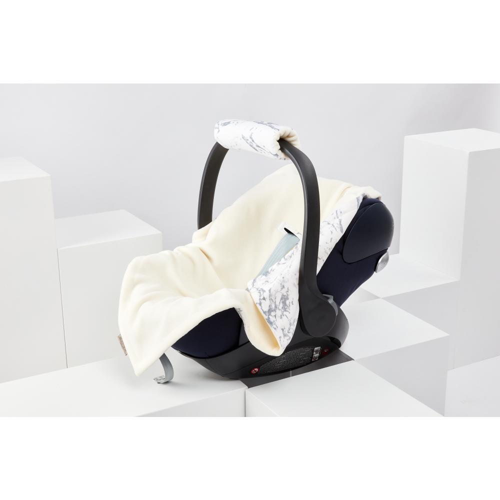 KraftKids Decke für Babyschale Winter weißer Marmor