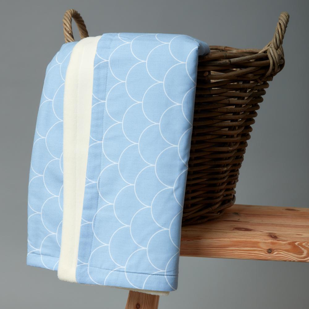 KraftKids Babydecke weiße Halbkreise auf Pastelblau