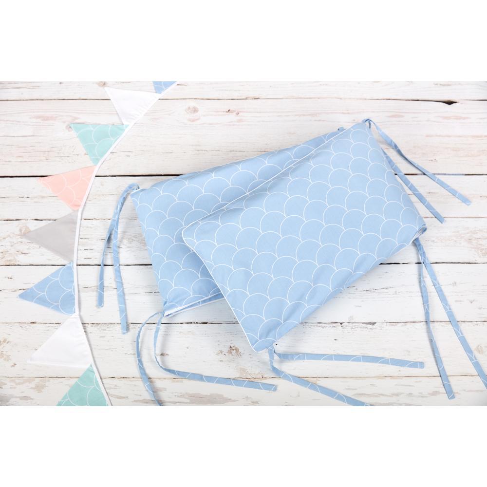 KraftKids Nestchen weiße Halbkreise auf Pastelblau Nestchenlänge 60-70-60 cm für Bettgröße 140 x 70 cm