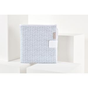 KraftKids Reisewickelunterlage weiße Feder Muster auf Grau 3 Lagen wasserundurchlässig weich Frotte 100% Baumwolle