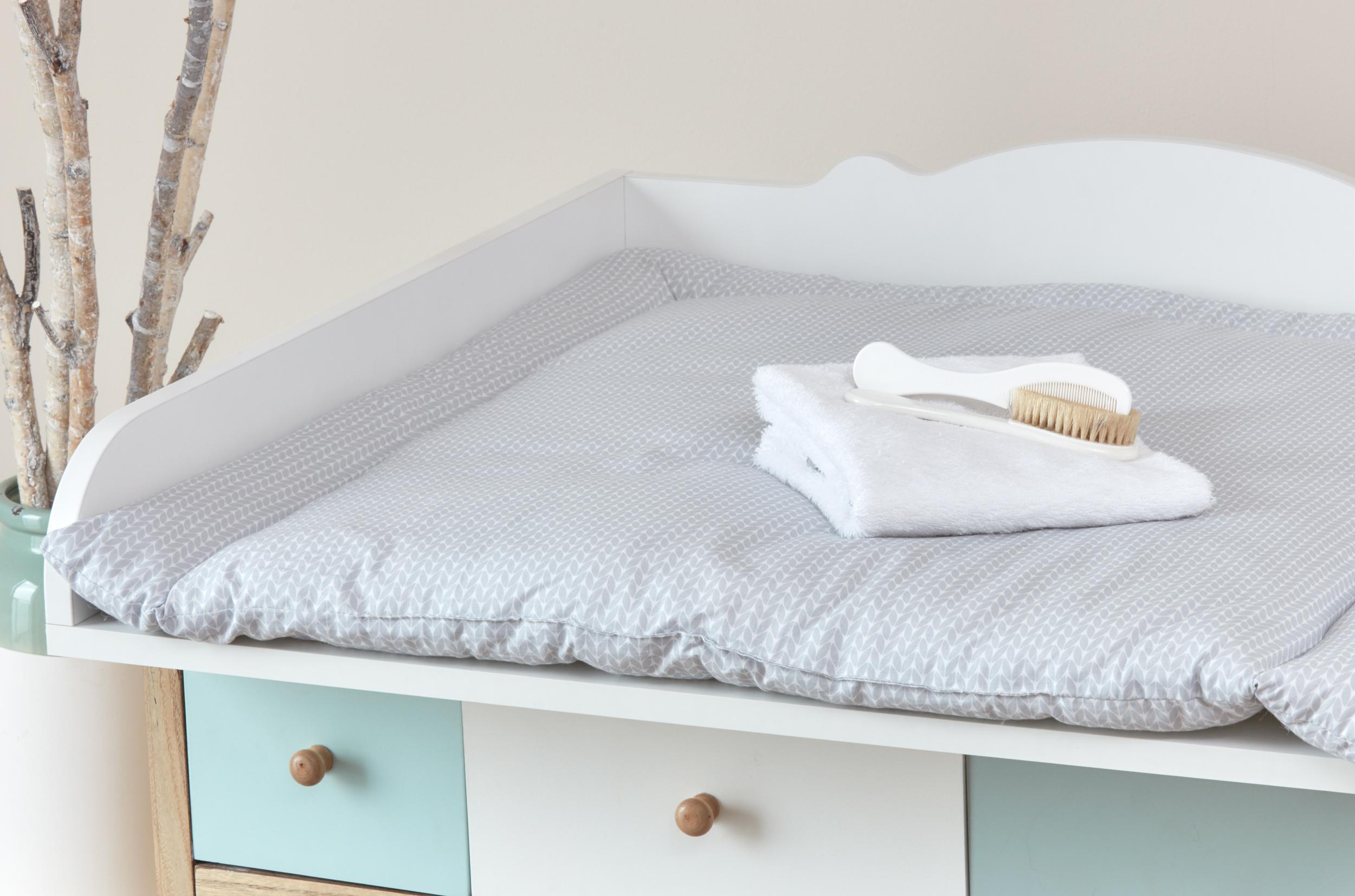 kraftkids wickelauflage kleine bl tter hellgrau auf wei breit 78 x tief 78 cm z b f r malm. Black Bedroom Furniture Sets. Home Design Ideas