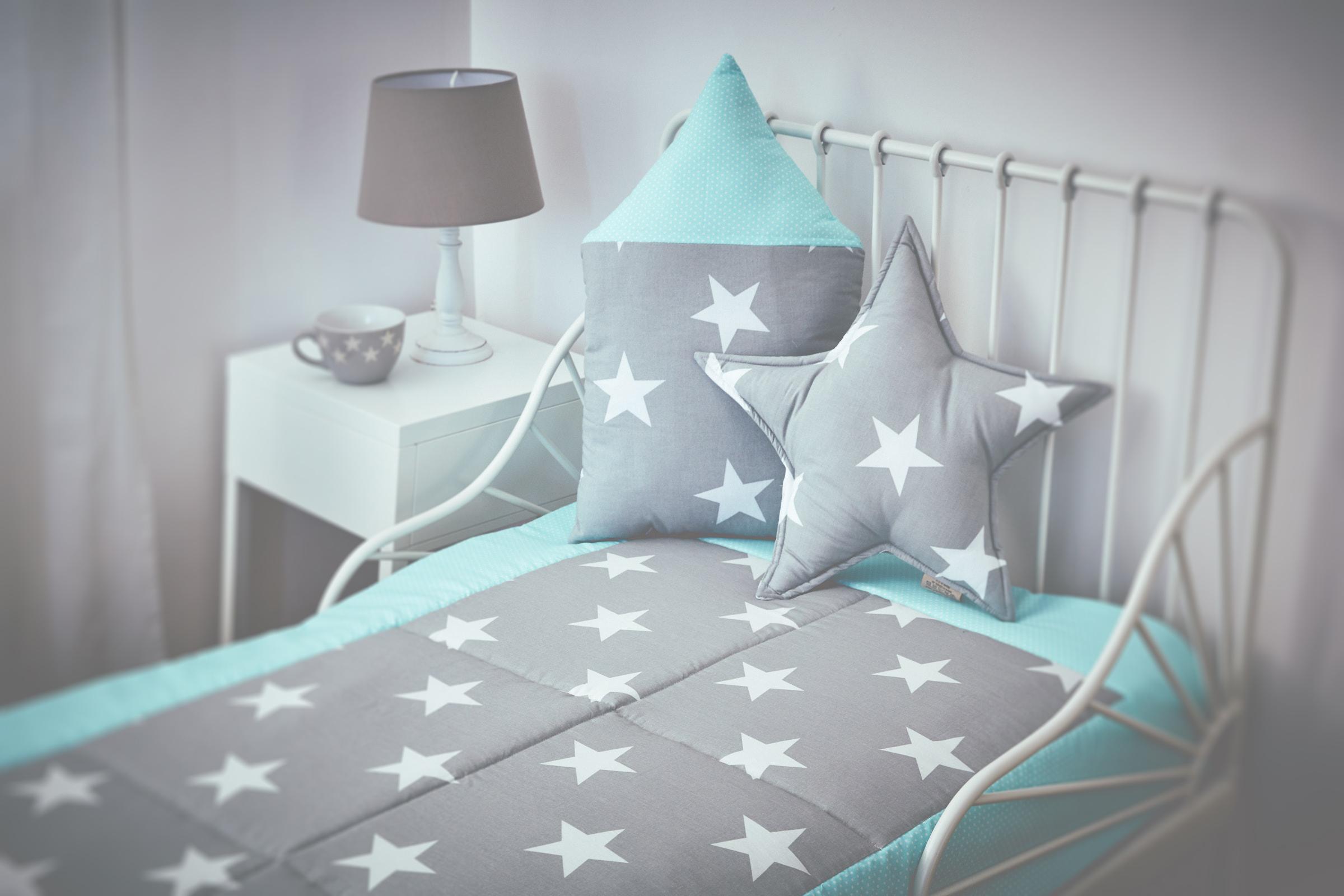 kraftkids tagesdecke gro e wei e sterne auf grau und wei e. Black Bedroom Furniture Sets. Home Design Ideas