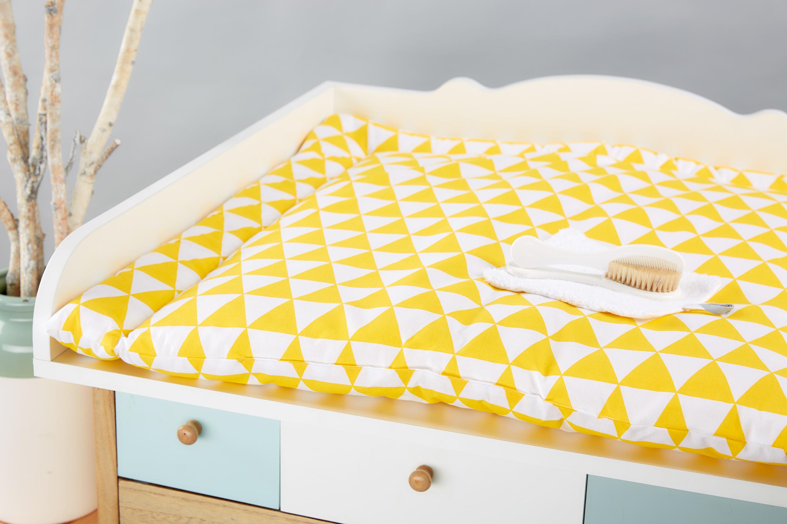 kraftkids wickelauflage gelbe dreiecke 85 cm breit x 75 cm tief. Black Bedroom Furniture Sets. Home Design Ideas