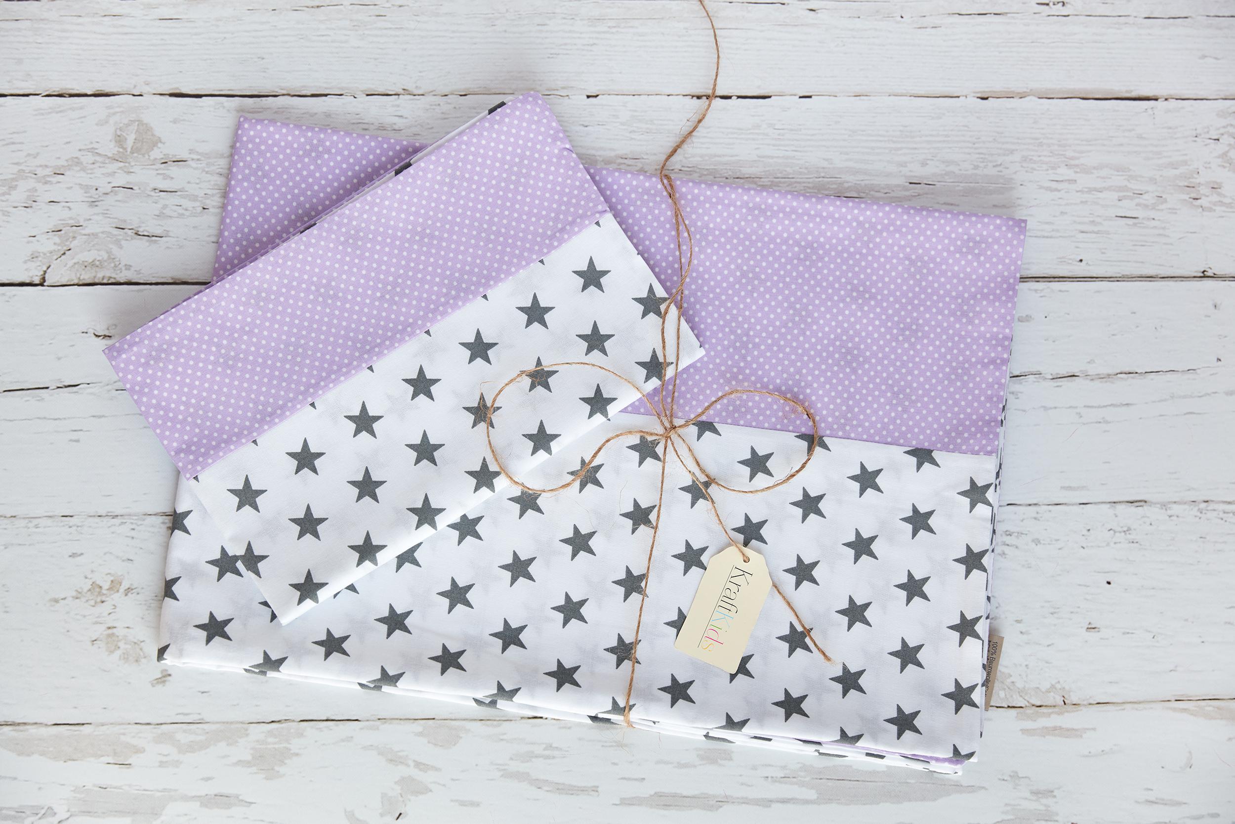KraftKids Bettwäscheset kleine graue Sterne auf Weiss und weiße Punkte auf Lila 100 x 135 cm, Kissen 40 x 60 cm